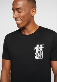 Pier One - T-shirt med print - black