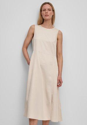 DRESS FEMININE SILHOUETTE CUTLINES SLITS MIDI LENGTH - Day dress - summer taupe