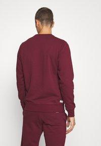 Diesel - UMLT-WILLY SWEAT-SHIRT - Pyjama top - burgundy - 2