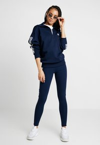 adidas Originals - ADICOLOR HALF-ZIP PULLOVER - Sweatshirts - collegiate navy - 1