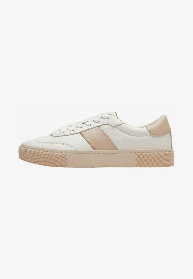 MIT SEITLICHEM STREIFEN  - Sneakersy niskie - white