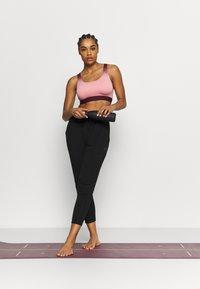 Curare Yogawear - 7/8 PANTS - Pantaloni sportivi - black - 1