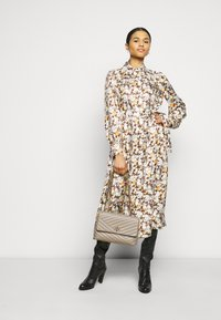 Tory Burch - ARTIST DRESS - Shirt dress - reverie - 1