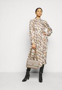 Tory Burch - ARTIST DRESS - Košilové šaty - reverie - 1