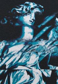 Night Addict - GLITCH - T-shirt med print - black - 3
