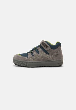 High-top trainers - grigio