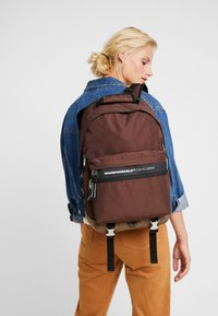 Indispensable - FUSION BACKPACK - Sac à dos - brown - 5