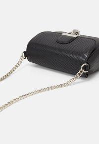 New Look - LAUREN LIZARD CHAIN SHOULDER - Across body bag - black - 3