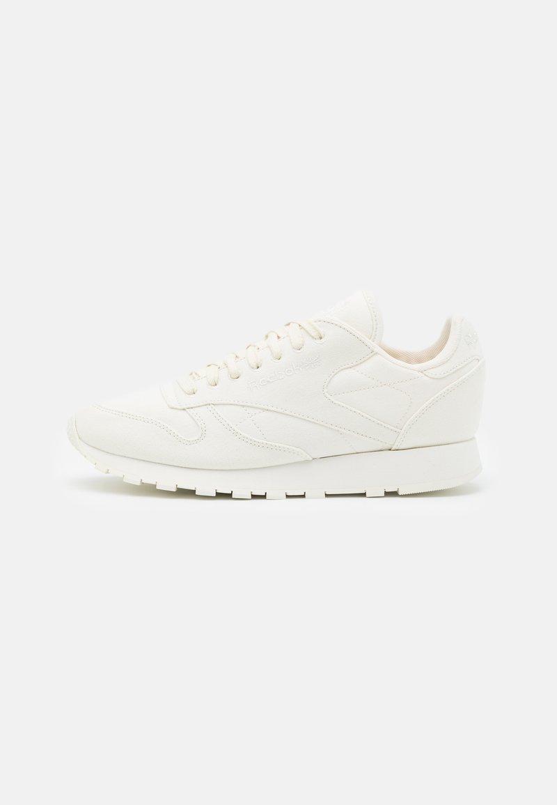 Reebok Classic - CL LTHR GROW - Sneakersy niskie - white