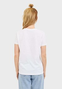 Stradivarius - T-SHIRT MIT PRINT 02593567 - T-shirts print - white - 2