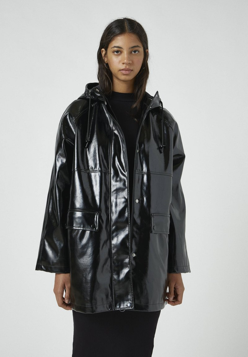 PULL&BEAR - Regenjacke / wasserabweisende Jacke - black
