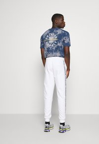 Calvin Klein - ESSENTIAL LOGO TAPE  - Tracksuit bottoms - bright white - 2