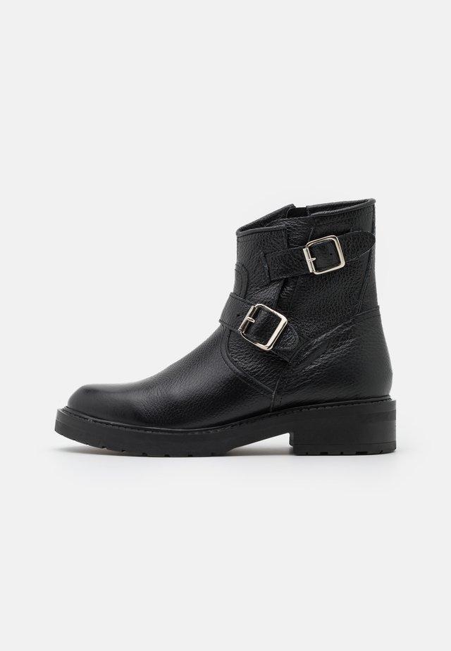 FIE - Cowboy/biker ankle boot - black garda