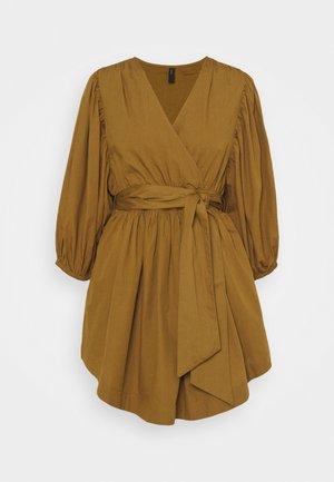YASERMI 3/4 DRESS  - Kjole - butternut