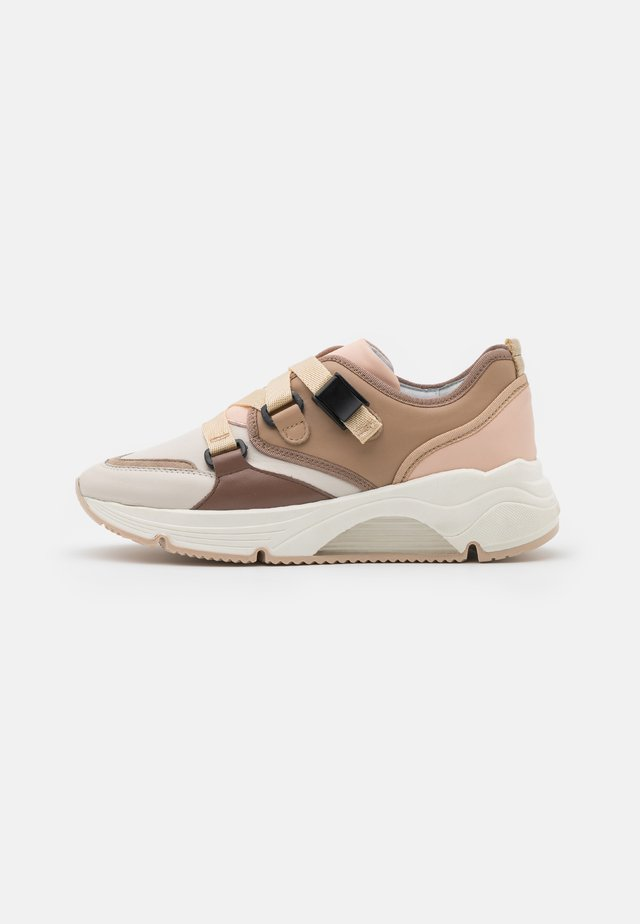 AMELIE - Trainers - nude