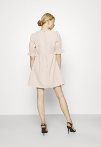 Missguided - OVERSIZED SMOCK DRESS FRILL SLEEVE - Vestido informal - stone - 2