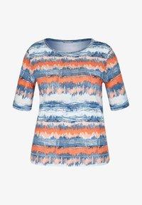 Rabe 1920 - MIT GESTREIFTEM BATIKDRUCK UND STRASS-STEINEN - Print T-shirt - blau - 0