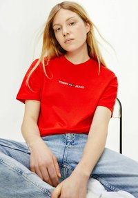 Tommy Jeans - Print T-shirt - red - 1