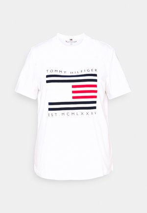 REGULAR FLAG STRIPE TEE - Triko s potiskem - white