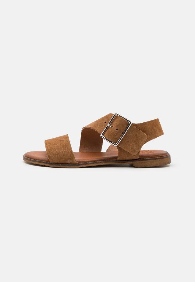 Sandalen - muscade