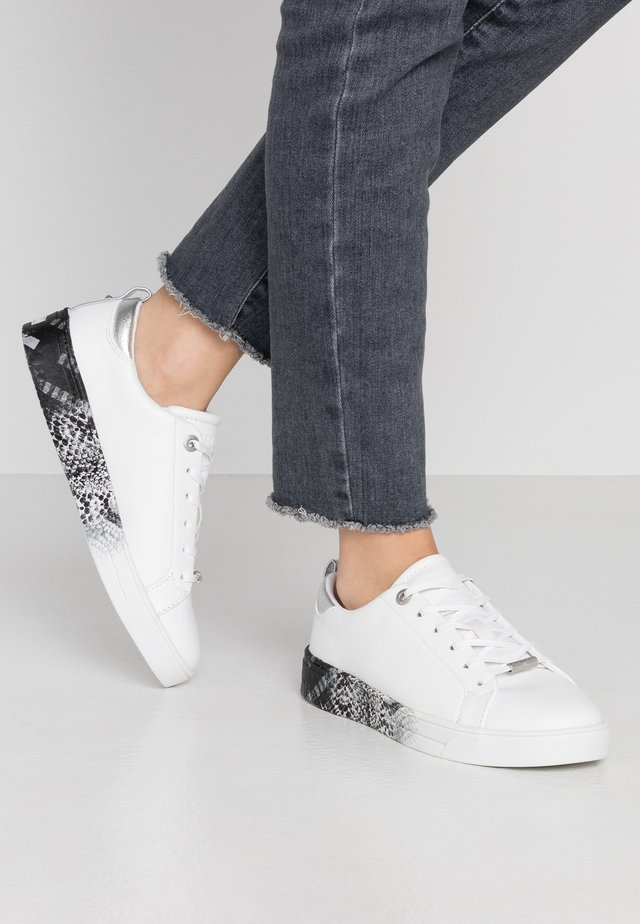 RELINA - Sneakers laag - white