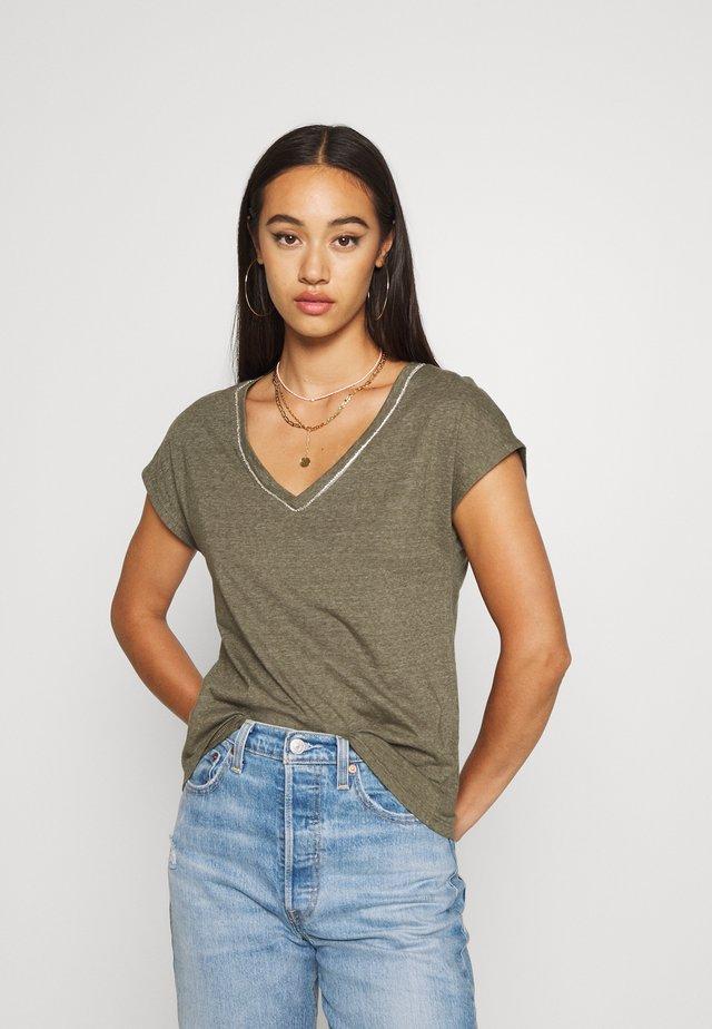 ONLNOORA - T-shirt imprimé - kalamata
