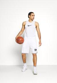 Champion - BERMUDA - Sports shorts - white - 1