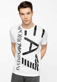 Emporio Armani - T-shirt con stampa - white - 0