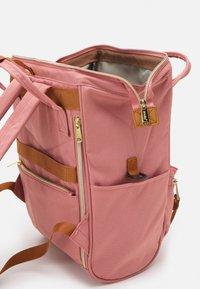 anello - CROSS BOTTLE UNISEX - Rucksack - light pink - 3