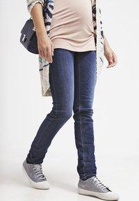 LOVE2WAIT - SOPHIA - Slim fit jeans - stone wash - 3