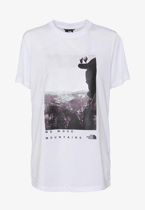 WOMAN DAY TEE - Print T-shirt - white