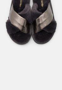 flip*flop - CROSS METALLIC - Slippers - dark grey - 5