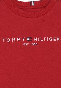 Tommy Hilfiger - ESSENTIAL - Sweatshirt - red - 2