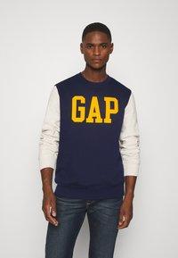 GAP - FAMILY MOMENT CREW - Sweatshirt - navy uniform - 0