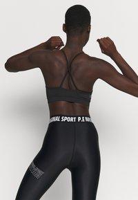 Calvin Klein Performance - LOW SUPPORT BRA - Urheiluliivit: kevyt tuki - black - 2