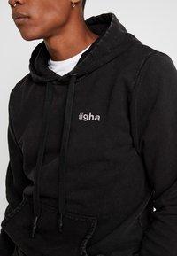 Tigha - NOUR - Sweat à capuche - vintage black - 5