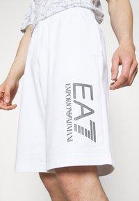 EA7 Emporio Armani - Shorts - white - 3