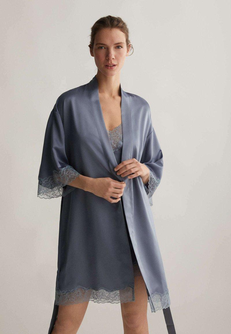 OYSHO - MIT SPITZE - Dressing gown - dark blue