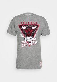 Mitchell & Ness - NBA LAST DANCE CHICAGO BULLS WINDY CITY TEE - Klubbkläder - grey - 3
