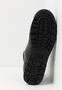 Blauer - AKRON - Lace-up ankle boots - black - 4