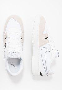 Nike Sportswear - SQUASH-TYPE UNISEX - Sneaker low - summit white/white/black/vast grey - 0
