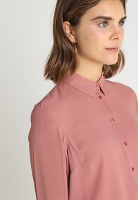 New Look - PLAIN LEAD - Button-down blouse - dusty pink - 3