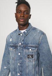 Calvin Klein Jeans - REGULAR JACKET - Spijkerjas - light blue - 4