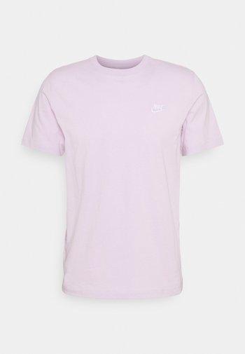 CLUB TEE - Camiseta básica - iced lilac/white