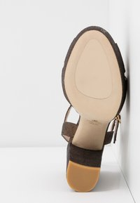 Stuart Weitzman - SOLIESSE - High heeled sandals - bronze - 6
