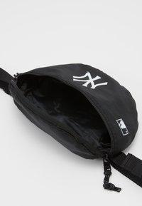 New Era - MINI WAIST BAG - Bum bag - black - 3