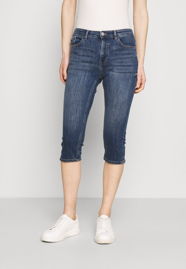 CAPRI - Jeansshorts - blue denim