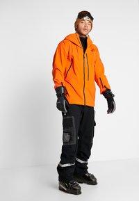The North Face - M FREETHINKER FutureLight™ JACKET - Kurtka narciarska - papaya orange/black - 1