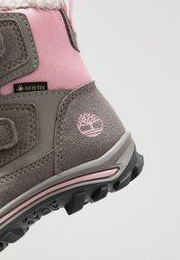 Timberland - CHILLBERG 2-STRAP GTX - Winter boots - medium grey - 2