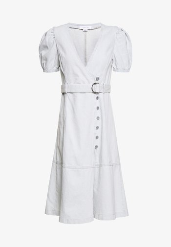 BUTTON FRONT WRAP MIDI DRESS - Denim dress - light denim